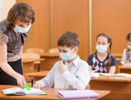 Массовых вспышек коронавируса в школах России нет
